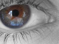 La degeneración macular limita las salidas del hogar